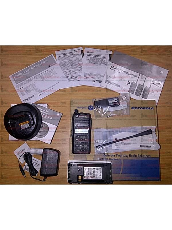HT Motorola CP1660 UHF: 403-438 MHz